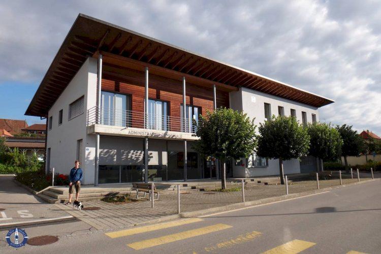 Local building in Lentigny for mandatory registration in Switzerland