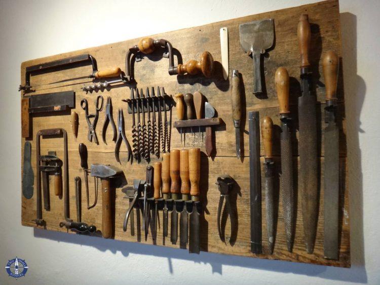 Book binding tools in Basel