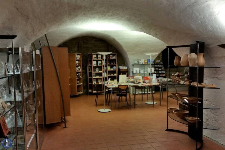 Gift shop with fresh baked bread at Hauterive
