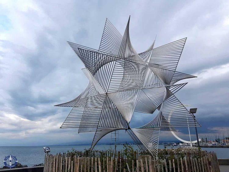 Ouverture au Monde statue on the Lausanne promenade in Switzerland
