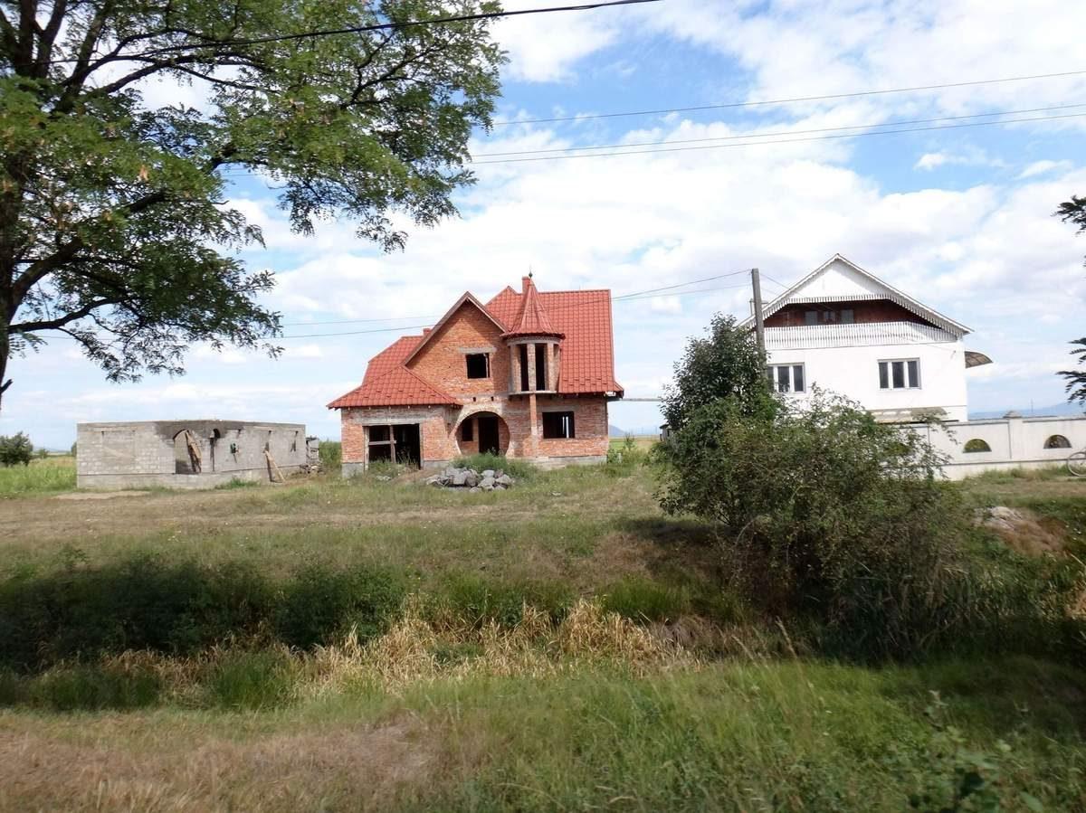 Nevetlenfolu, Ukraine