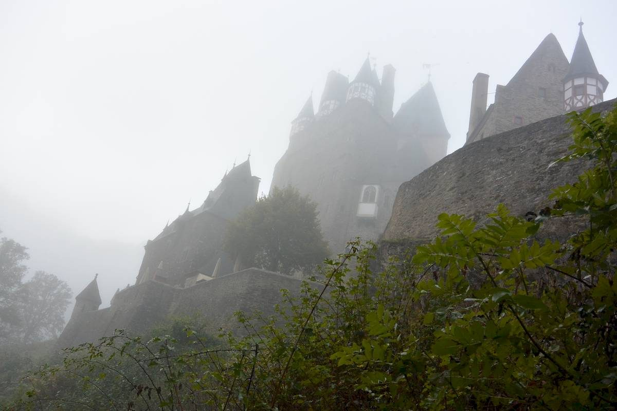 Burg Eltz in fog