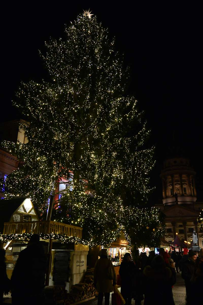 Sparkling tree at the Gendarmenmarkt Christmas Market in Berlin