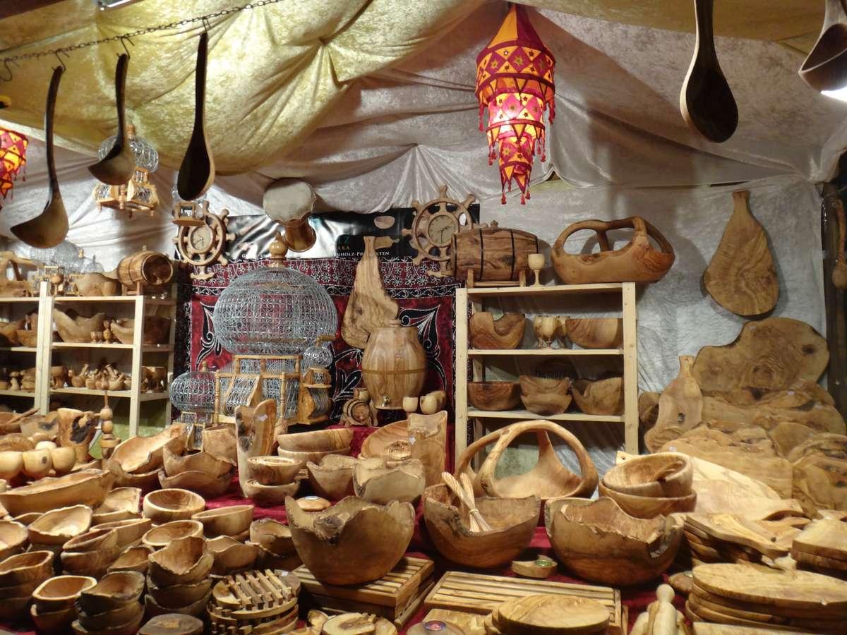artisan selling beautiful woodwork in Berlin